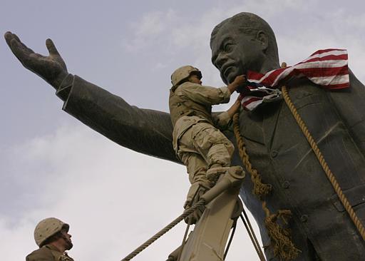 saddam-statue-w-flag